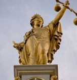 Служителка на Социално подпомагане влиза в затвора за откраднати 400 000 лева...