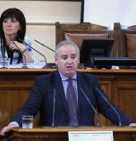 БСП: Политиката се превърна в дебат за две торби суджук и 100 квадрата плочки