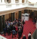 БСП и ГЕРБ си скочиха, хора с увреждания не били пуснати в парламента