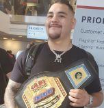 Посрещнаха Анди Руис с шеговит шампионски пояс в Мексико