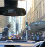 Мъж намушка жена в центъра на Сидни, намериха друга мъртва на същата улица