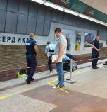Пистолет гръмна в метрото, спряха влаковете (обновена)