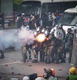 Протестите в Хонконг ескалираха: полицията стреля със стоп патрони за пръв път от началото на демонстрациите