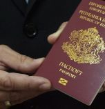 Консулствата ни по света спират да издават лични документи
