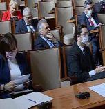Два часа депутатите дебатираха как да намалят...