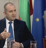 Президентът: Борисов гради образ на спасител върху...
